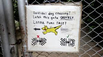 Aviso no portão