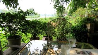 Chivit Thamma Restaurant, vista para o rio