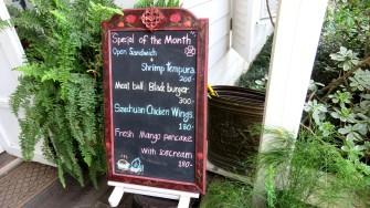 Chivit Thamma Restaurant, placa do menu