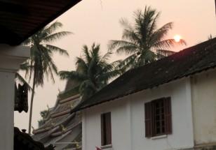 Nessa época, antes das chuvas, o céu fica nublado devido às queimadas
