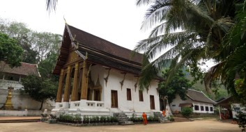 Templo embaixo do Phu si hill