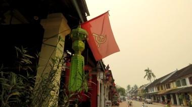 Bandeiras na rua principal