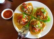 Fried wonton: nacho com camarão e um molho de tomate delicioso (Miss Ly)