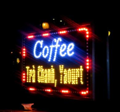 Sinalização de café na rua