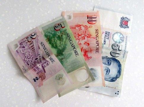 US$ 1 = SGD$ 1,33 = R$ 3