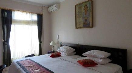 Brata Inn, com um quarto confortável