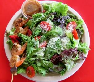 Salada de camarão no foodtruck da vizinhança
