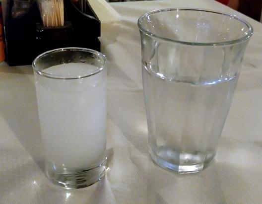 Ouzo, cachaça grega, destilado de anis